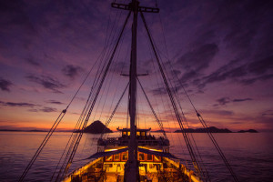 Accommodations for the luxury cruise are aboard the 24-passenger phinisi Ombak Putih, a traditional two-masted Indonesian schooner.
